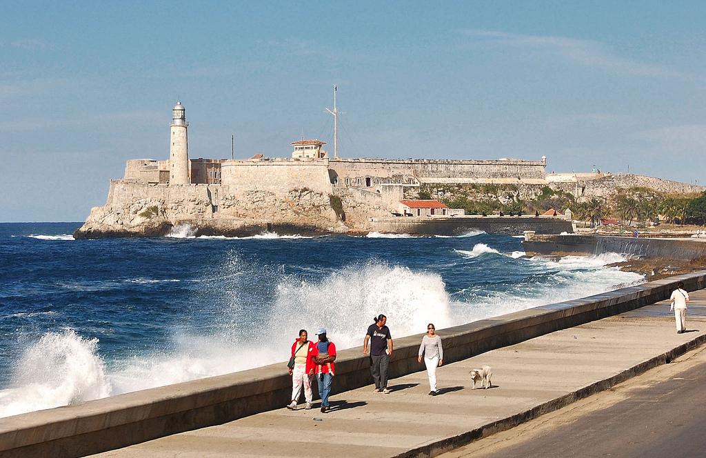 Набережная Малекон и форт у входа в бухту Гаваны