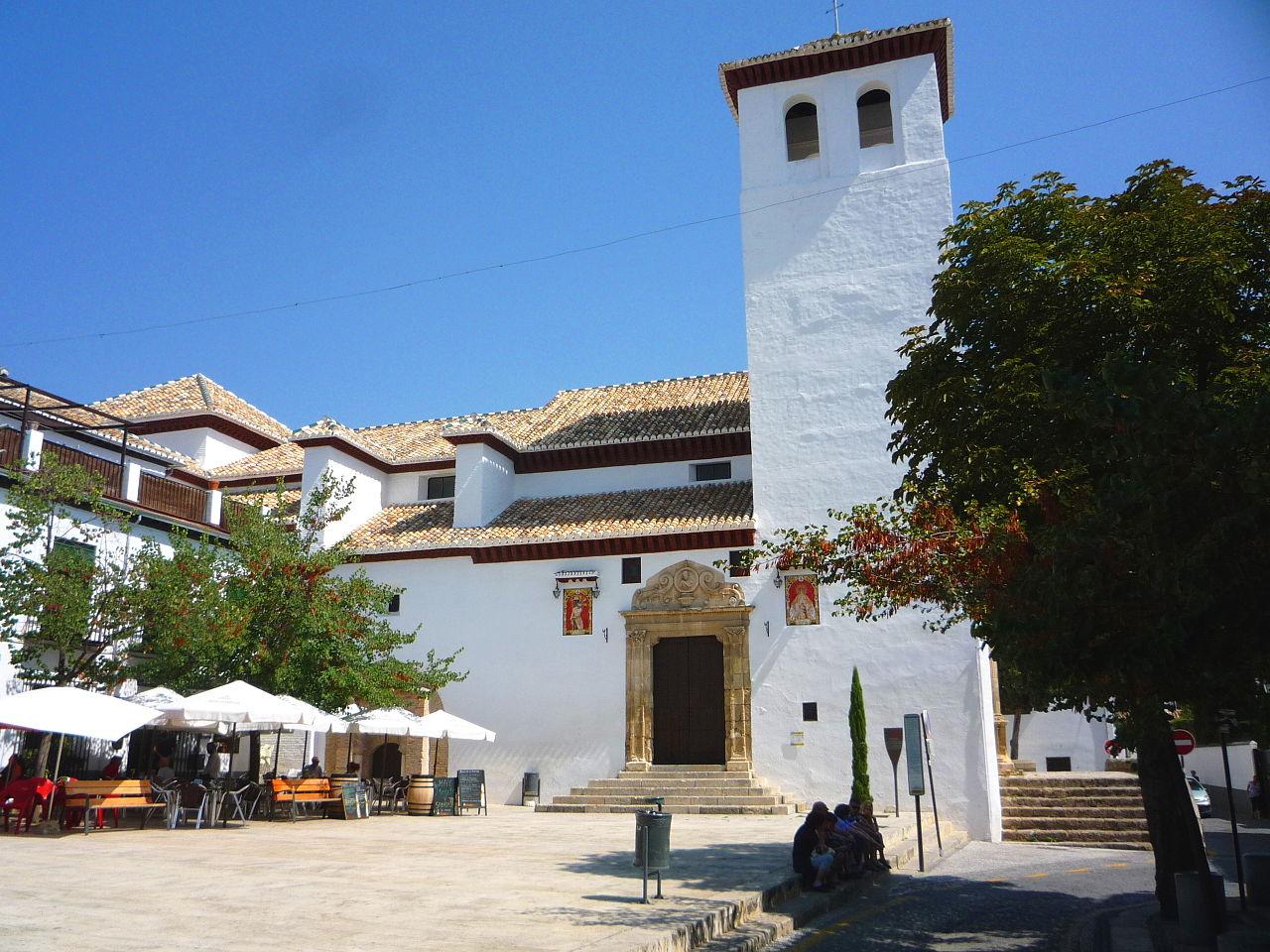 Церковь и площадь Сан-Мигель-Бахо в районе Альбайсин, Гранада