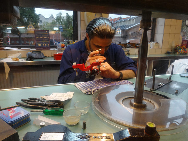 Процесс огранки в Музее алмазов, Амстердам
