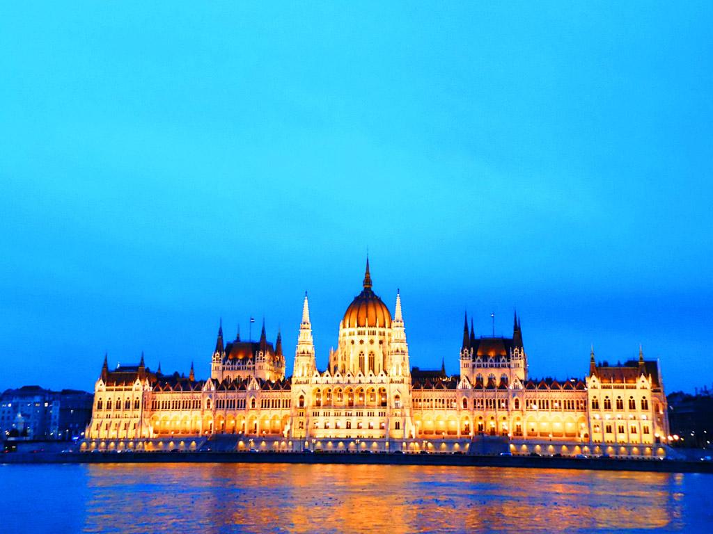 Здание венгерского парламента в Будапеште, Венгрия