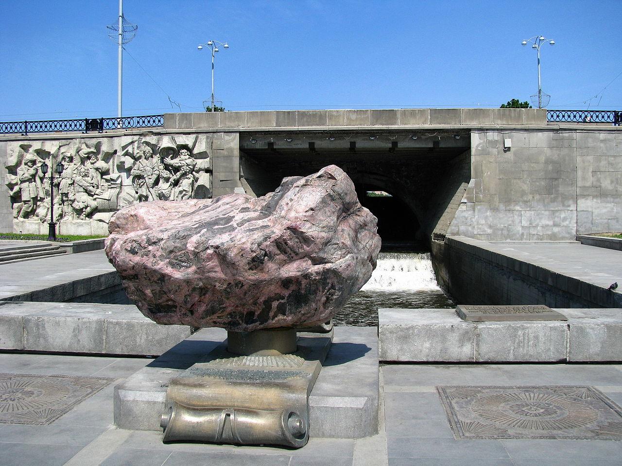 Плотина городского пруда в Екатеринбурге - исторический центр города