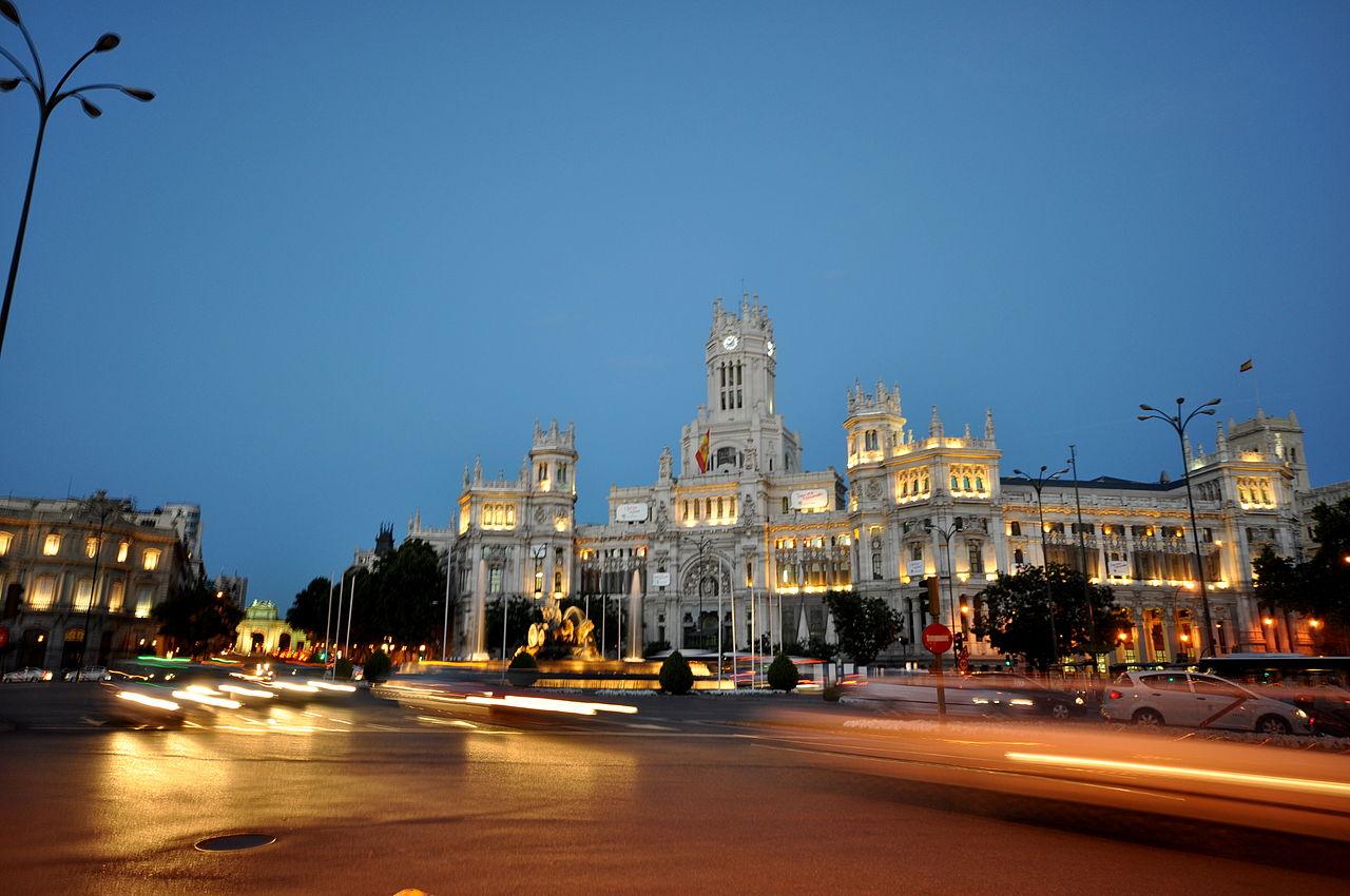 Площадь Сибелес ночью