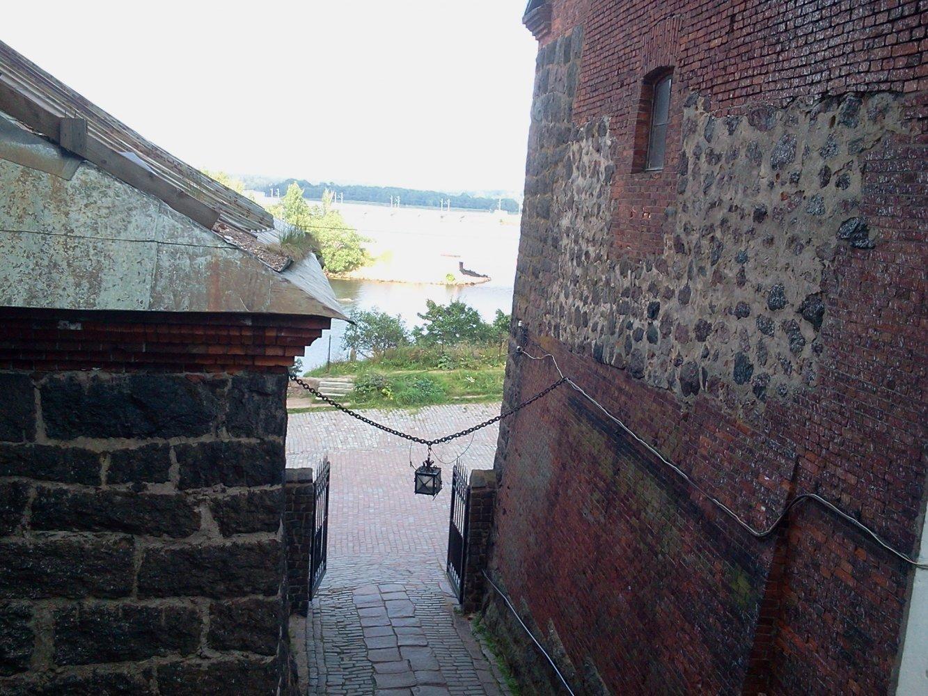Выход к Верхнему двору замка