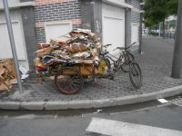 Так возят мусор