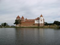 Вид замка со стороны пруда