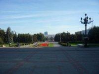 Вид на площадь Революции от входа в театр.