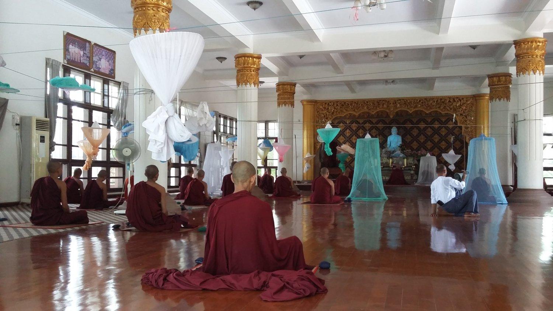 В домах медитации