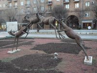 Скульптура у Каскада