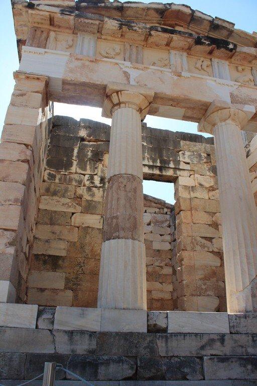 В Дельфах загадочная Пифия предсказывала судьбу от имени самого бога Аполлона.