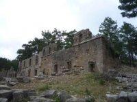 Развалины агоры в Лирье.