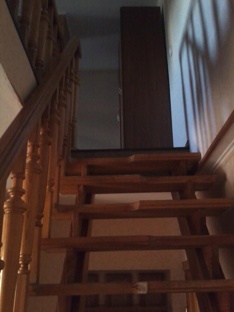 Лестница на второй уровень номера