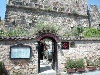 Отель в древних стенах