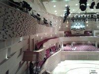 Вид зала с балкона