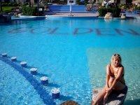 Большой бассейн (джакузи, подогрев, бар на воде)
