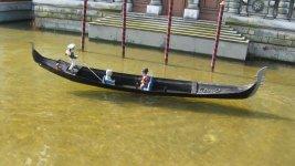 Мини-гондола в мини-Венеции