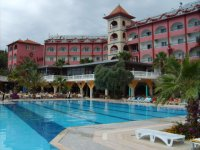 Вид отеля со стороны детского бассейна