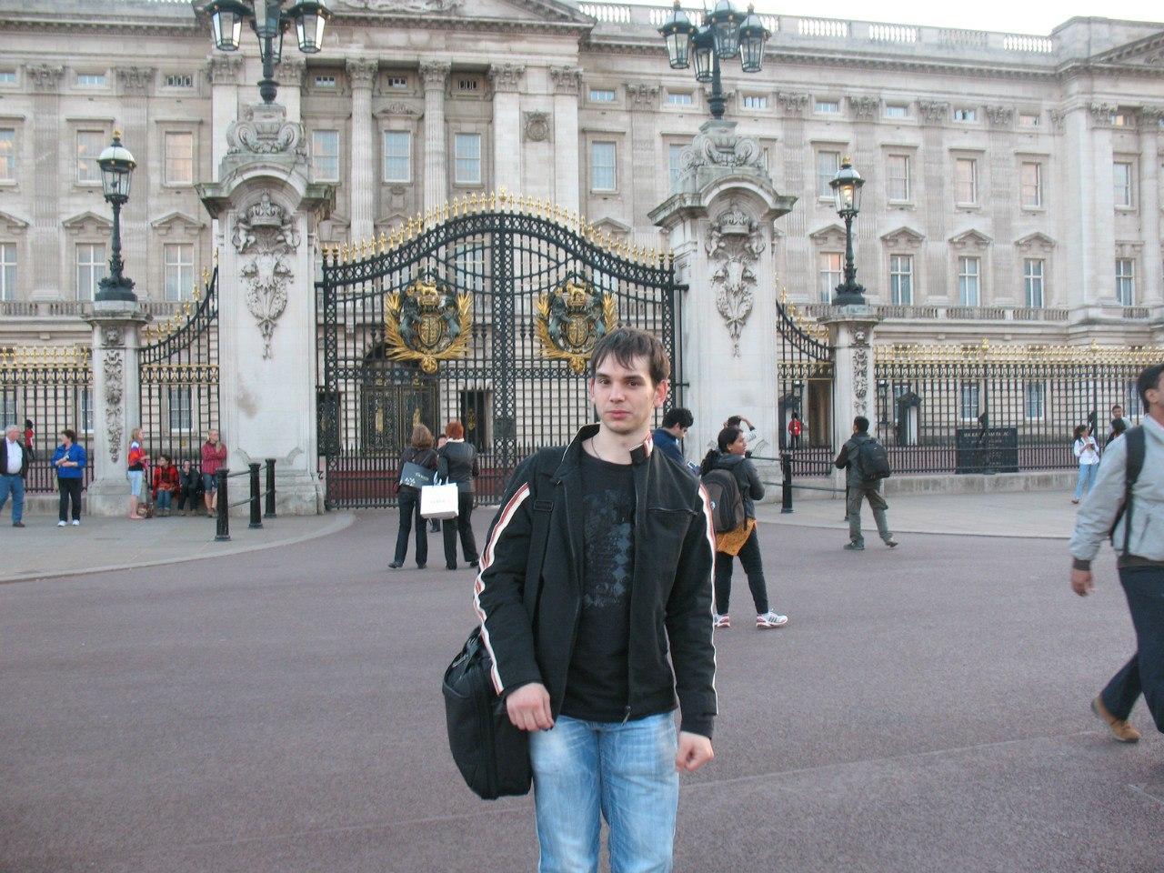 Картинки по запросу букингемский дворец королева