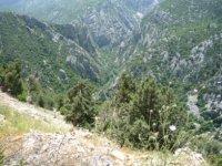 Вид на Зеленый каньон сверху с горного серпантина.
