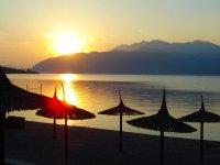 Тиват Колардово. Самый теплый пляж в Черногории, можно купаться с мая по сентябрь.