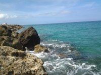 Камни и море близ деревушки Мастихари (западная часть острова)