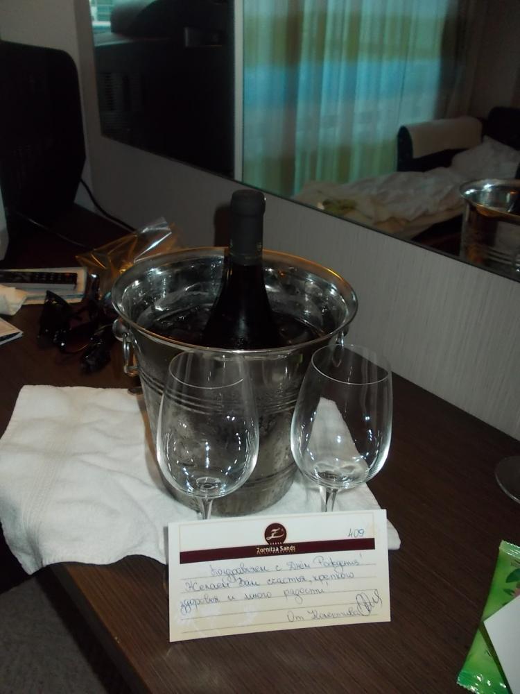 Сюрприз на день рождения мужу в комнате от отеля