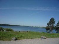 Вид на Бородаевское озеро от ворот музея.