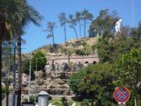 Вид на фонтан с остановки