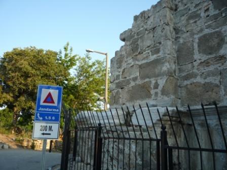 Стена над цистерной.