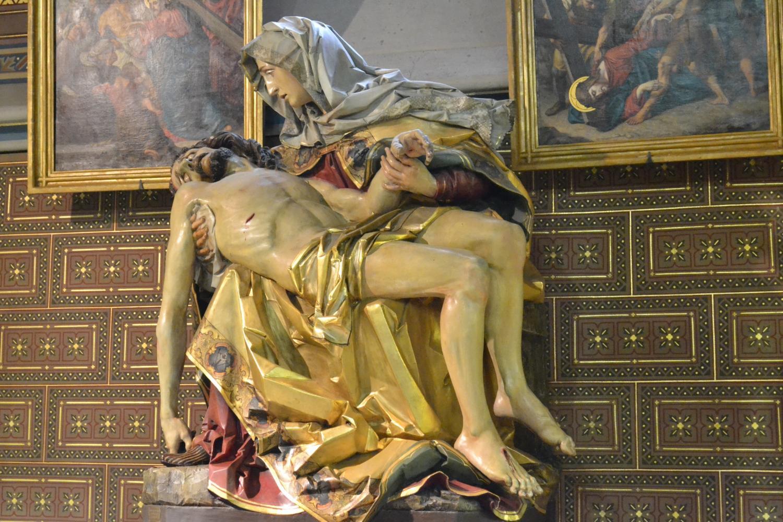 внутри собора Святых Петра и Павла