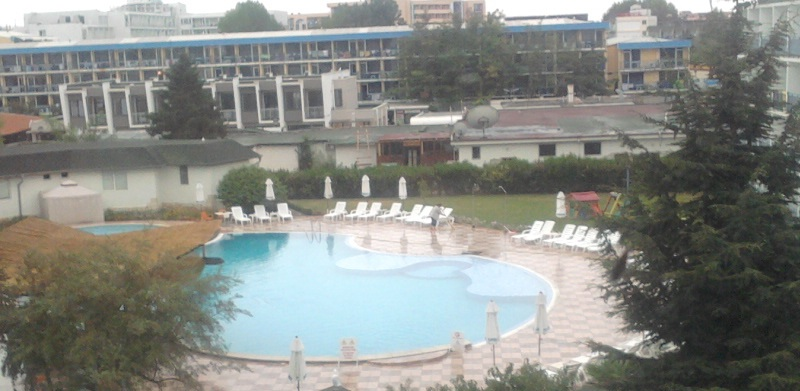 Вид на бассейн с коридора 3го этажа