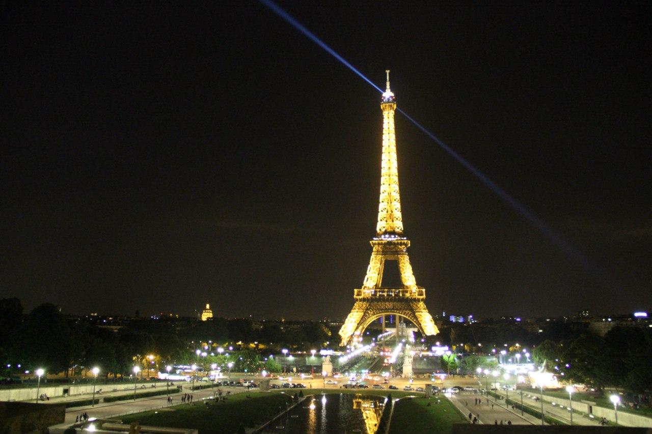 Эйфелева башня  фото высота описание рестораны отели