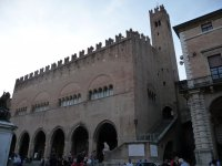 Средневековый замок поражает