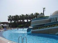 Один из бассейнов