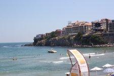 Вид на отель с центрального пляжа
