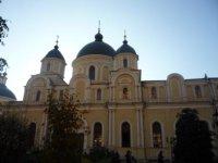 Прекрасен Воскресенский собор Покровского монастыря.