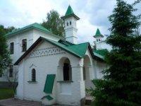 Вид старорусских построек в монастыре