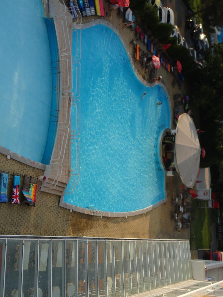 Вид с балкона со стороны бассейна