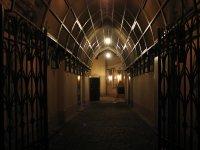 проход во внутренний дворик Немецкого народного дома