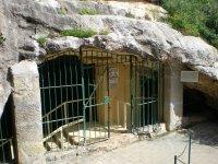Вход с пещеру