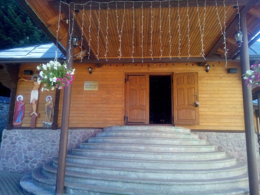 вход в основной храм