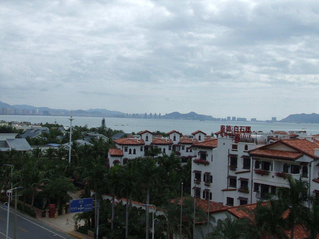 вид на бухту Саньявань со второй линии