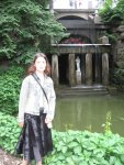Моя сестра на фоне озера