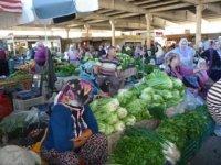 Овощные ряды рынка