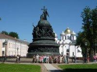 Памятник с видом на Святую Софию.