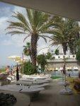 летний бар и открытый бассейн