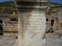Надписи на камне.