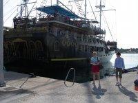 Причал. Посадка на туристический корабль