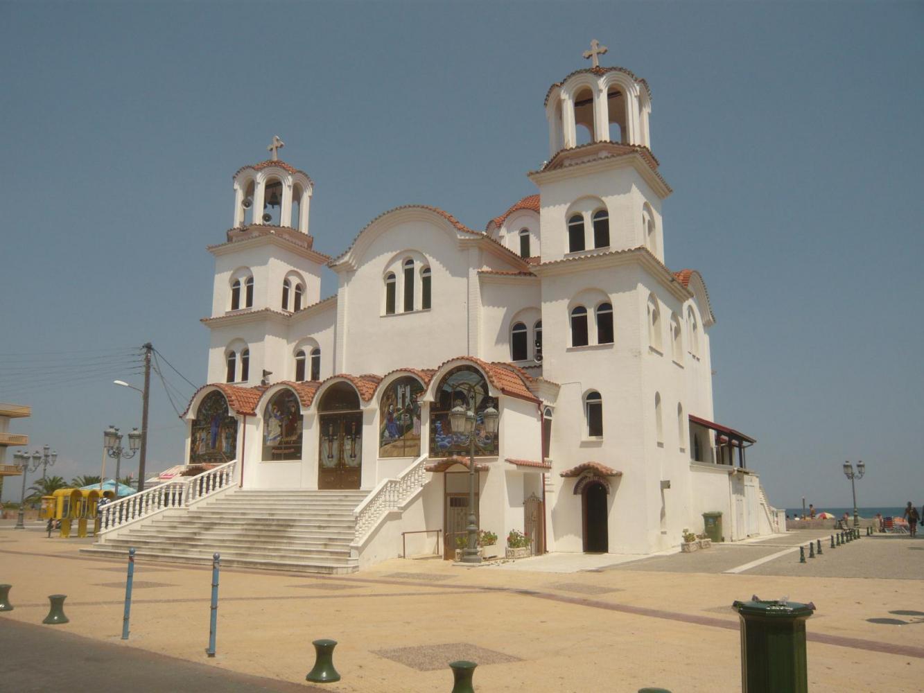 Храм при подъезде к Паралия-Катерини