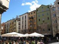 Центральная улица с кафе