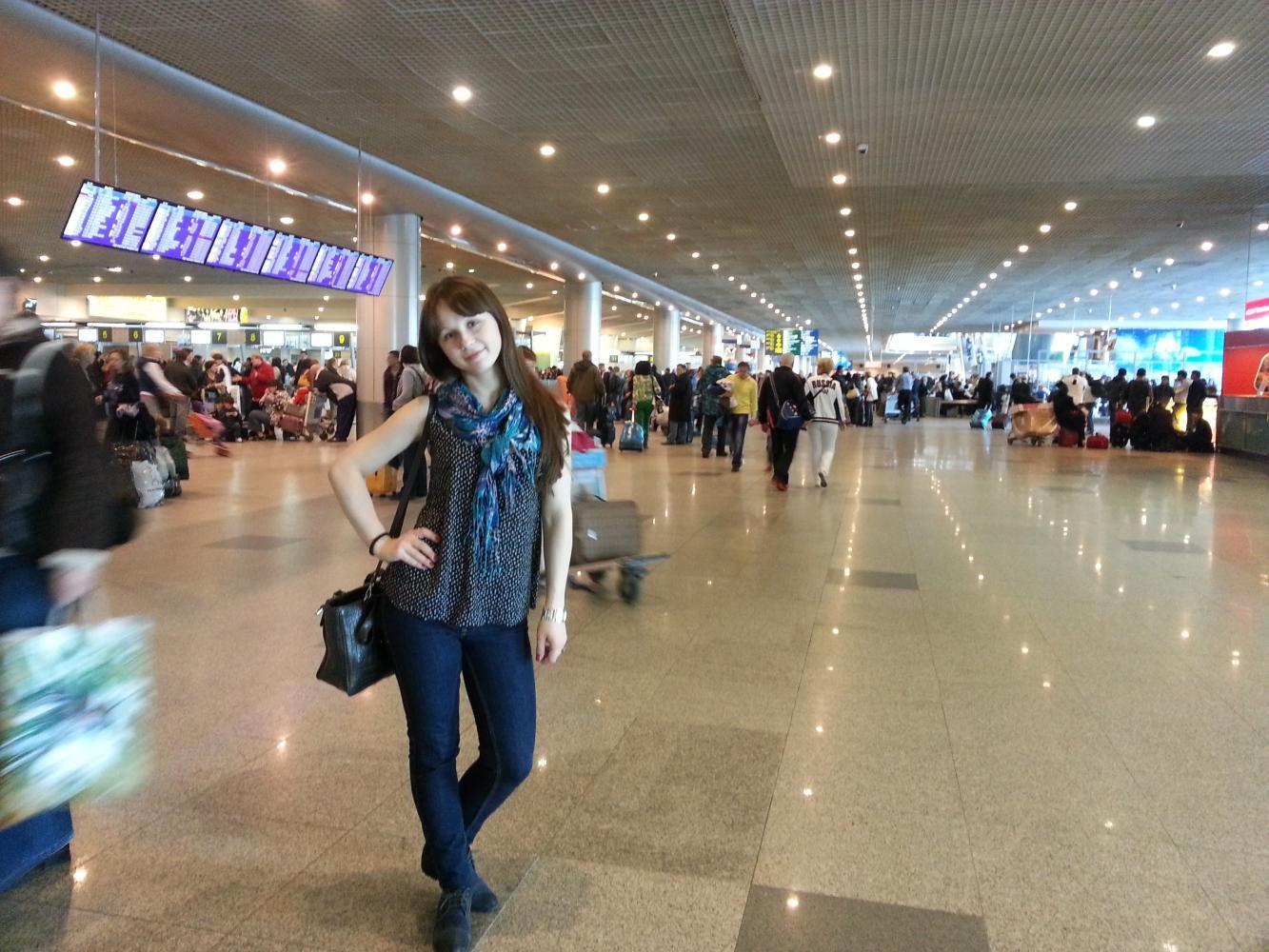 Девушки в аэропорту шереметьево